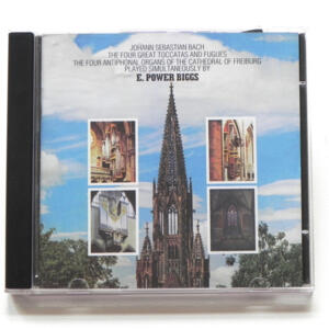 Bach THE FOUR GREAT TOCCATAS AND FUGUES / The four antiphonal organs of the Cathedral of Freiburg played simultaneously by E. Power  Biggs   --  SACD a singolo strato - Made in USA