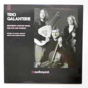 Eighteenth Century Music for Lute and Strings / Trio Galanterie  --  LP 33 giri - Made in USA  1991